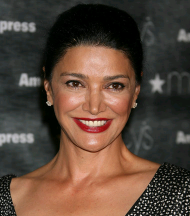 shohreh-aghdashloo-monas-dream-film