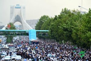 Green movement supporters protesting in the streets of Tehran, Iran on June 15, 2009 (Photo: Hamed Saber)