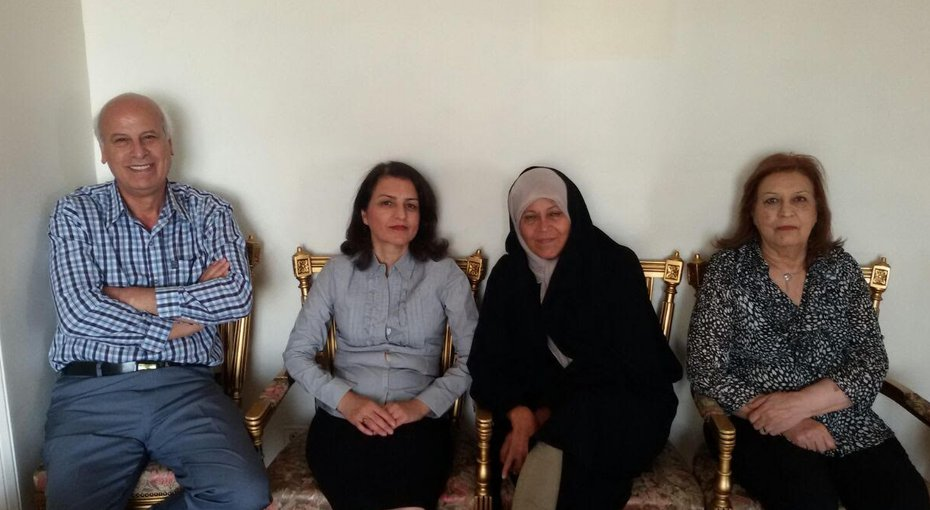 Faezeh Hashemi (second from right) in a meeting with Fariba Kamalabadi before she was released