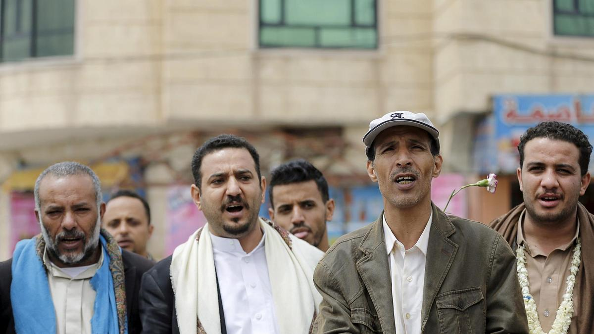 Members of the Bahai faith demonstrate outside a state security court during a hearing in the case of a fellow Baha'i man charged with seeking to establish a base for the community in Yemen, in the country's capital Sanaa April 3, 2016. Reuters